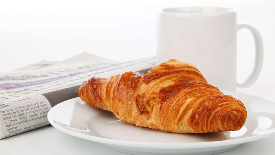 Albion Hotel - Edit_Breakfast.jpg