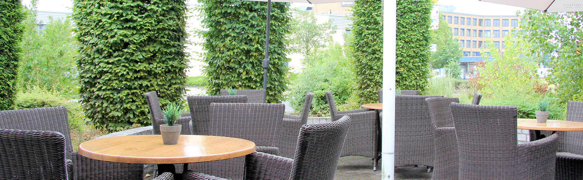 Bastion Hotel Dusseldorf Neuss - Edit_Terrace.jpg