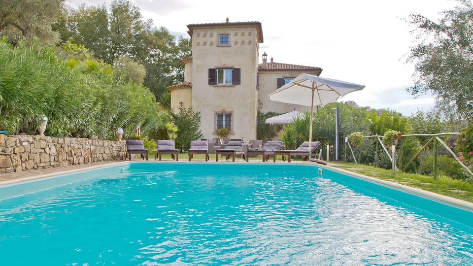 Borgo Riccio - Residenza d'Epoca  - Edit_Pool2.jpg