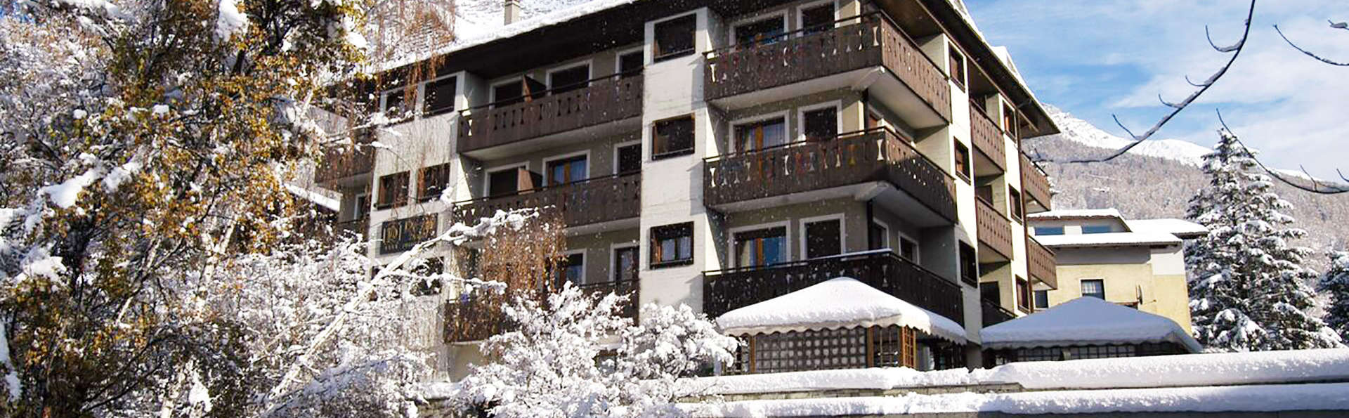 Rezia Hotel - EDIT_front.jpg