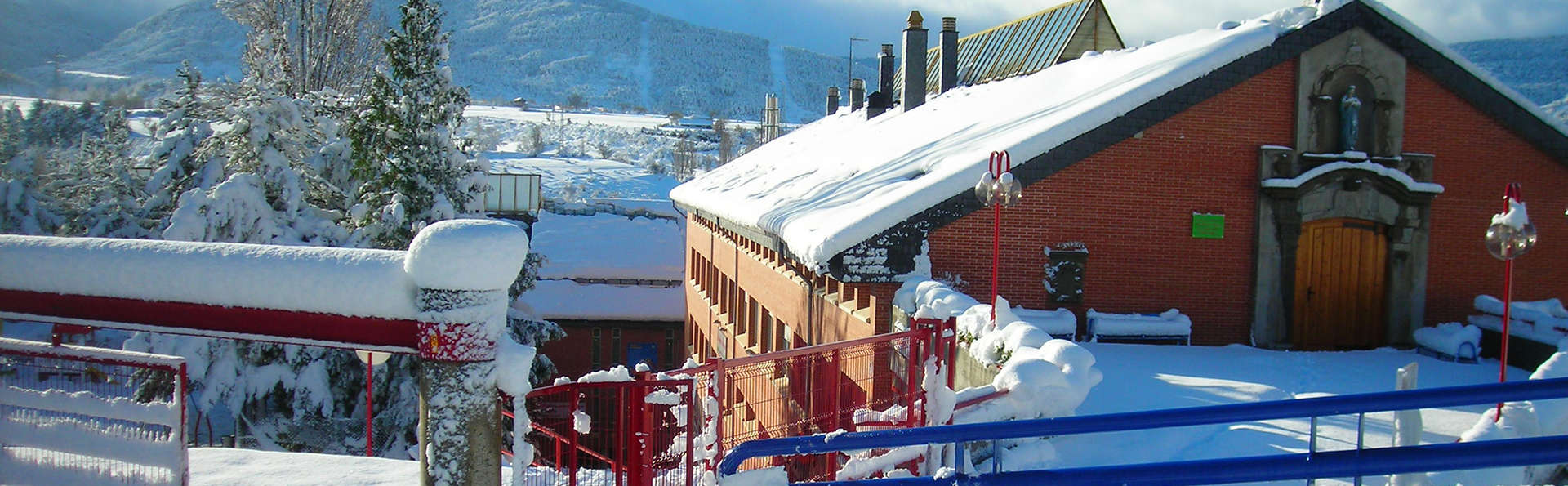 Albergue Jaca - edit_Albergue-nevado.jpg