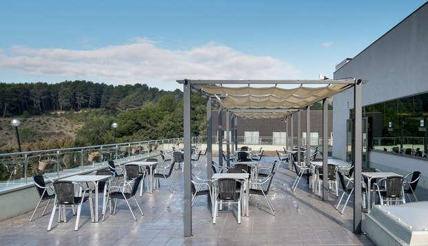 Escapada a 15 minutos de Barcelona con cóctel en terraza al lado de la piscina