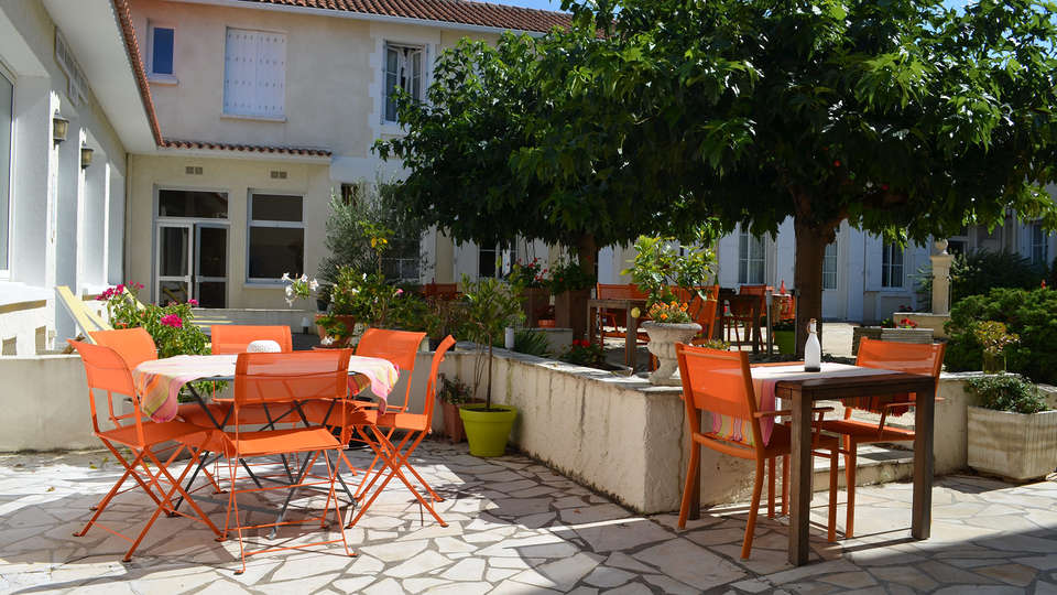 Grand Hôtel Des Bains - EDIT_terrace1.jpg