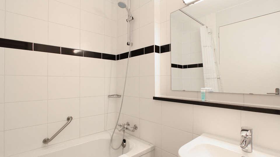 Bastion Hotel Groningen - edit_bathroom_deluxe.jpg