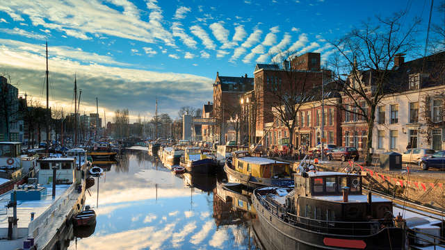 Disfruta de una habitación de lujo y descubre la acogedora ciudad de Groningen
