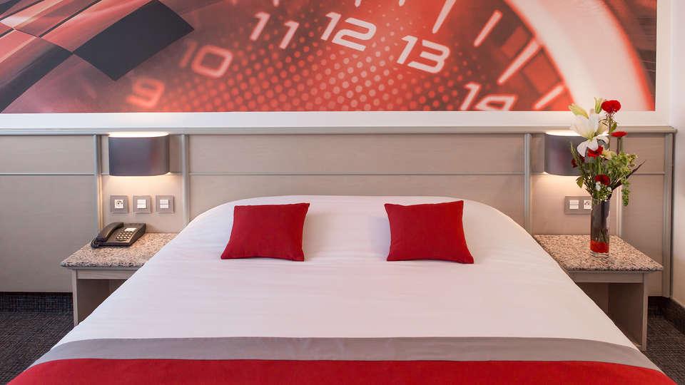 Hôtel Le Paddock - Edit_Room10.jpg