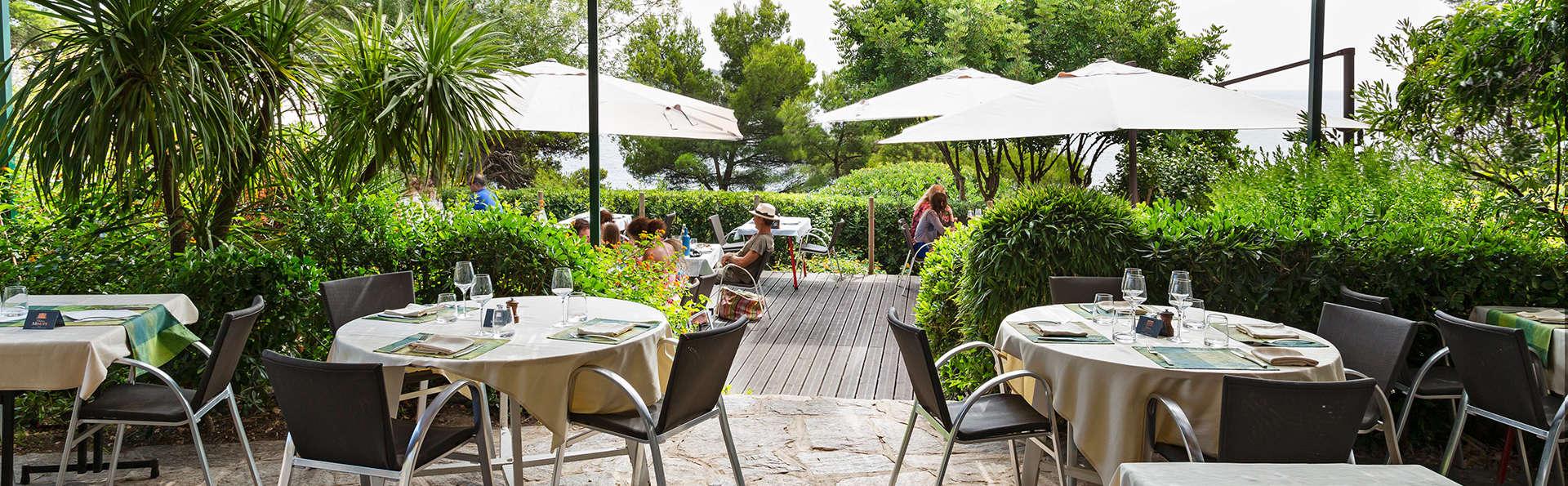 Hôtel Provençal - EDIT_terrace.jpg