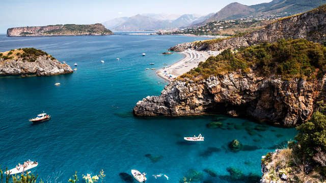 Romanticismo en un hermoso hotel de Calabria a dos pasos del mar