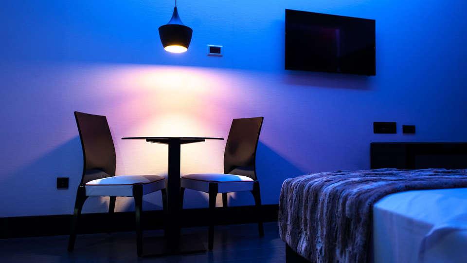 Hotel & Suites LOOB - EDIT_juniorsuite.jpg