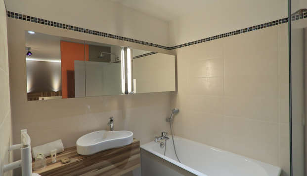 Hotel The Originals Aurillac Grand Hotel Saint-Pierre ex Qualys-Hotel - bath