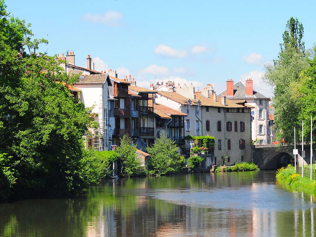 Séjour Auvergne - Week-end avec dîner au coeur de la capitale historique de la Haute-Auvergne  - 3*