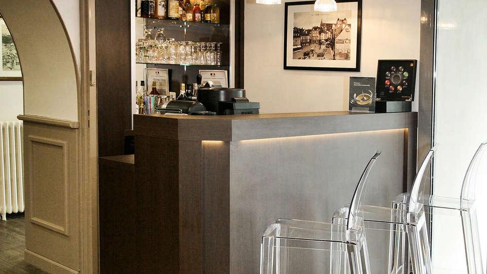 Hôtel Kyriad Vannes Centre - edit_bar.jpg