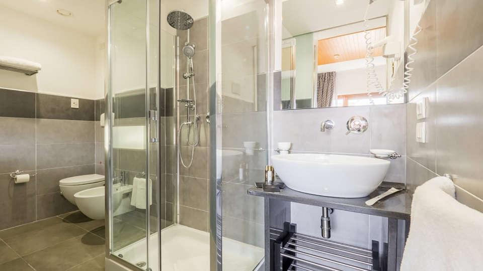 Hotel Montaperti - EDIT_NEW_bath.jpg
