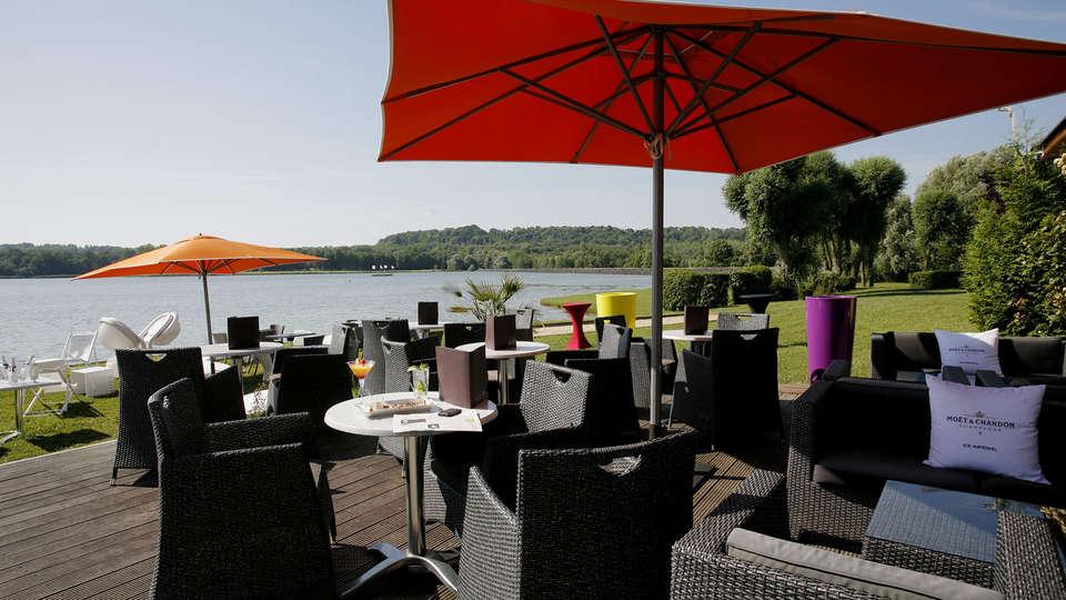 Hôtel du Golf de l'Ailette, The Originals Relais (Qualys-Hotel) - EDIT_terrace1.jpg