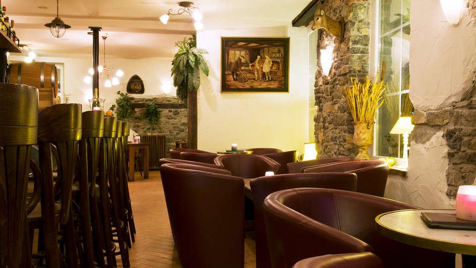 Cocoon Hotel Grenier des Grottes - EDIT_lobbybar.jpg
