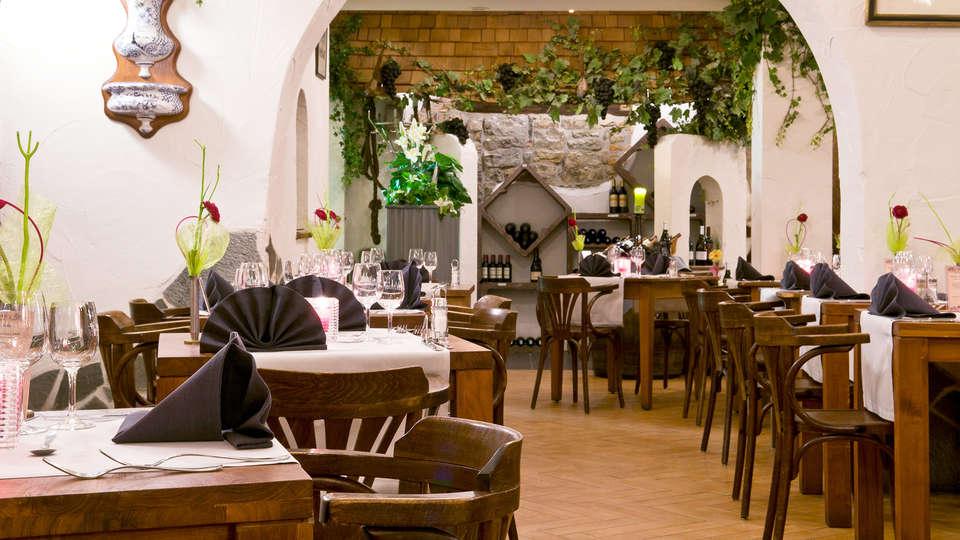 Cocoon Hotel Grenier des Grottes - EDIT_restaurant1.jpg