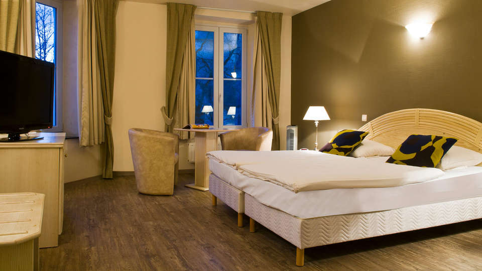 Cocoon Hotel Grenier des Grottes - EDIT_room6.jpg