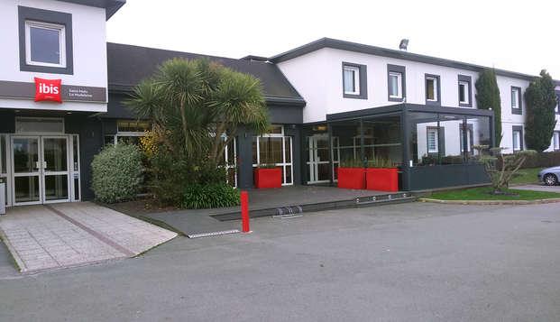 Hotel Ibis Saint Malo La Madeleine - entrance