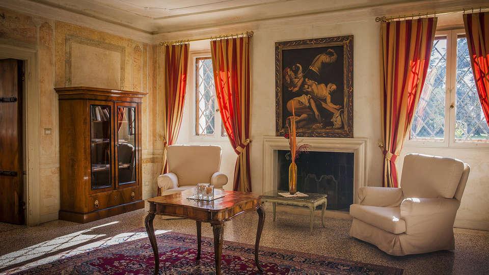 Hotel Relais Villa Cornér Della Regina - EDIT_salon.jpg