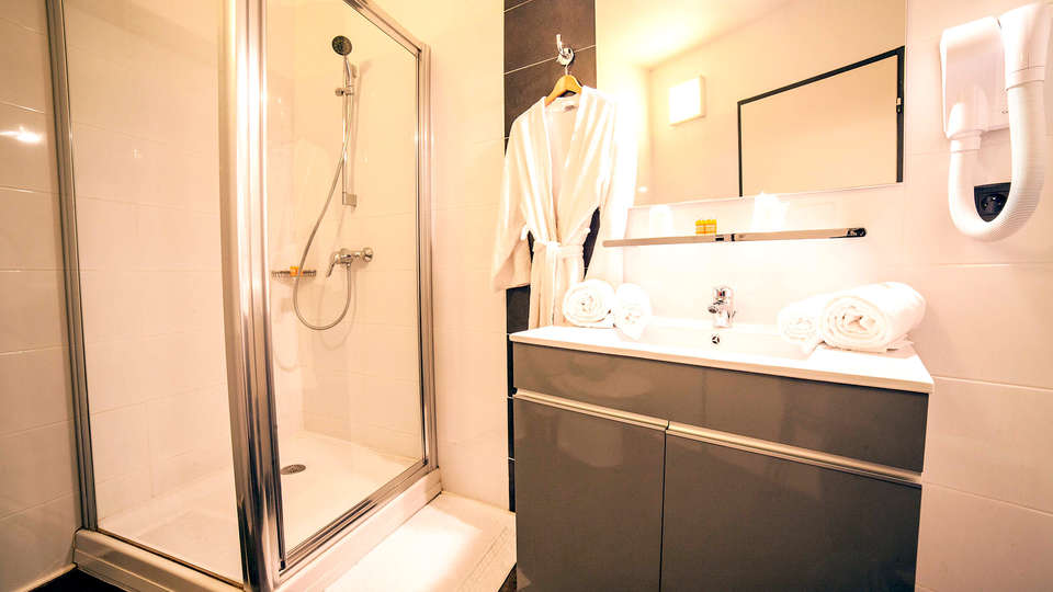HOTEL LES DOMES PERPIGNAN SUD by Hosteletour - Edit_new_Bathroom.jpg