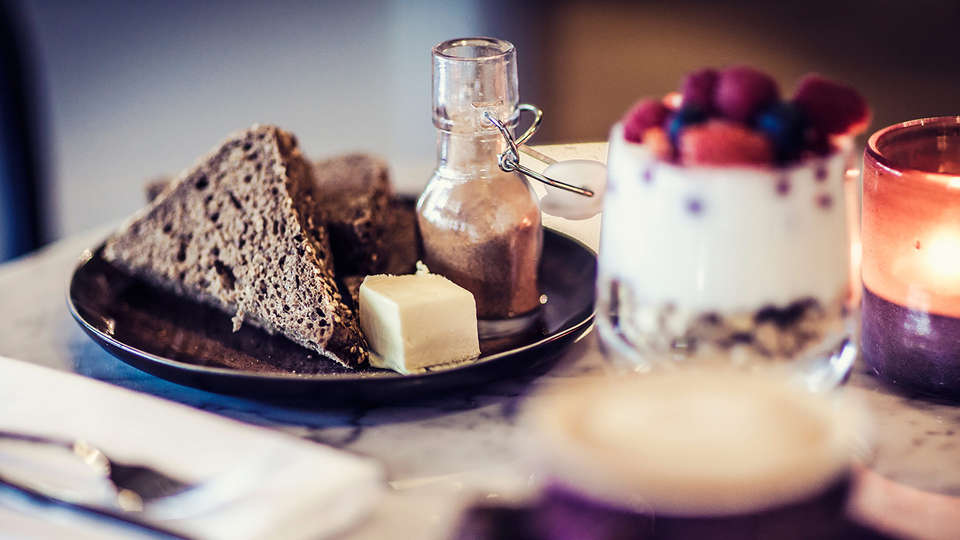 Carlton Square Hotel Haarlem - Edit_Breakfast.jpg