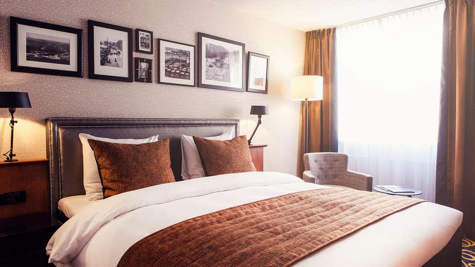Carlton Square Hotel Haarlem - Edit_Room2.jpg
