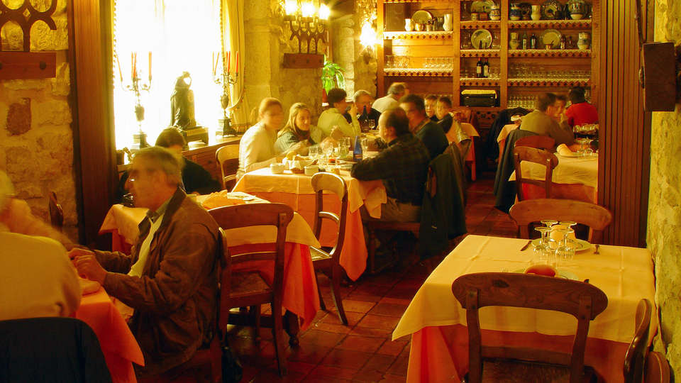 Hotel Tres Coronas de Silos - Edit_Restaurant.jpg