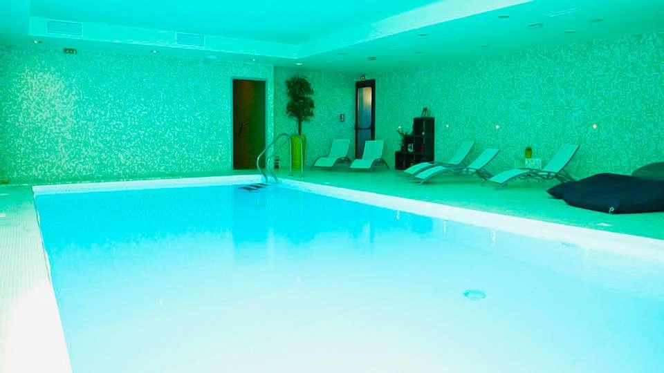 Hôtel et Spa du Château - edit_pool2.jpg