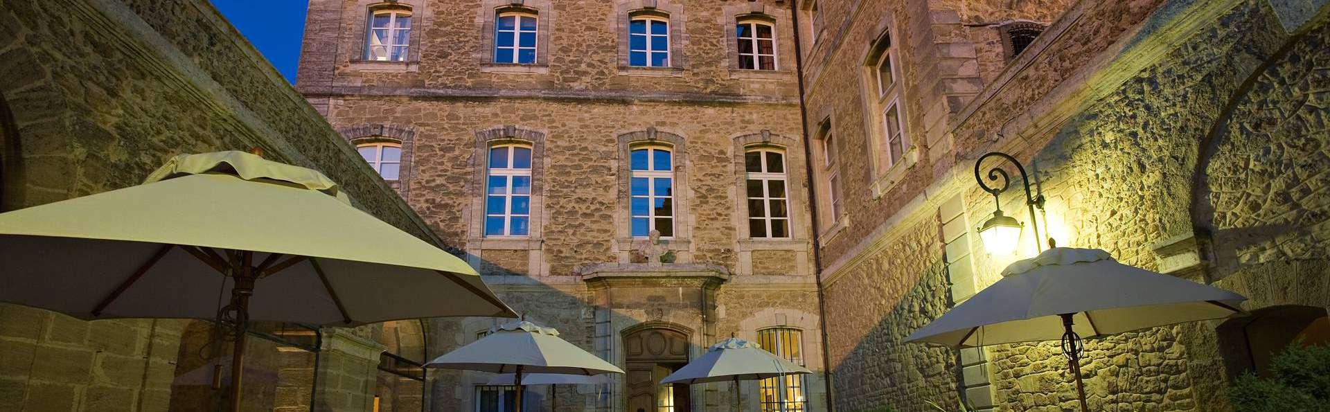 Château de Rochegude - edit_terrace02.jpeg