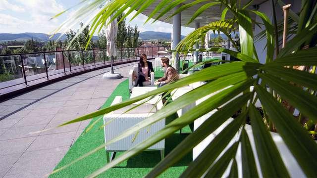 Zenit Jardines de Uleta Suites