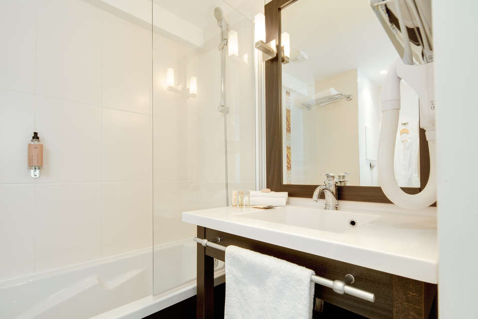 Seven Urban Suites Nantes Centre et Spa - IMG_0308-wide-Modifier.jpg