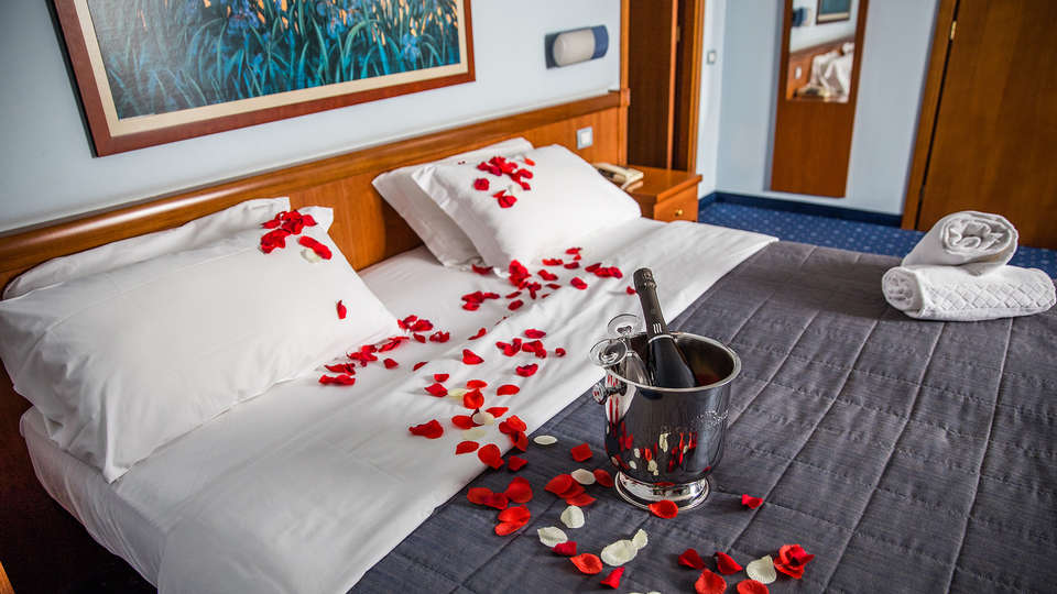 Hotel Glis - edit_room_romantic.jpg