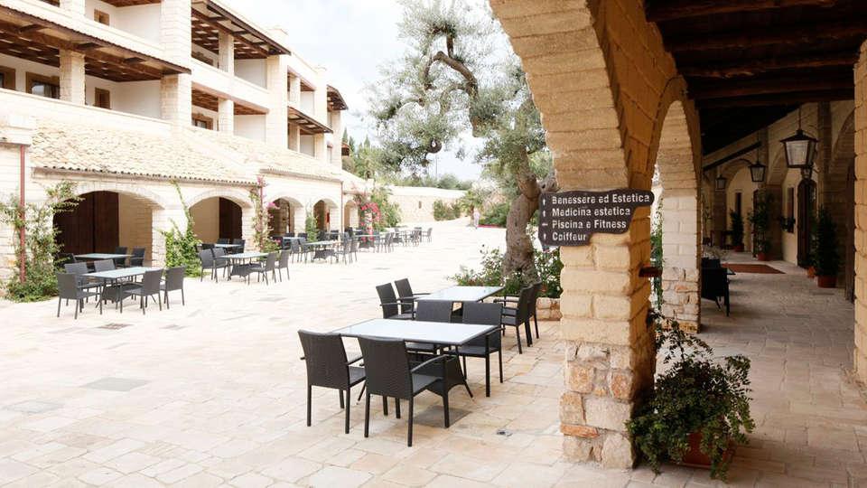 Unahotels Regina Bari - edit_patio32.jpg