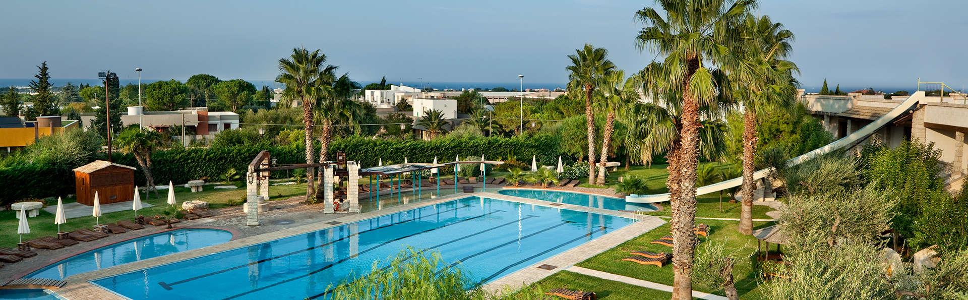 Unahotels Regina Bari - edit_pool43.jpg