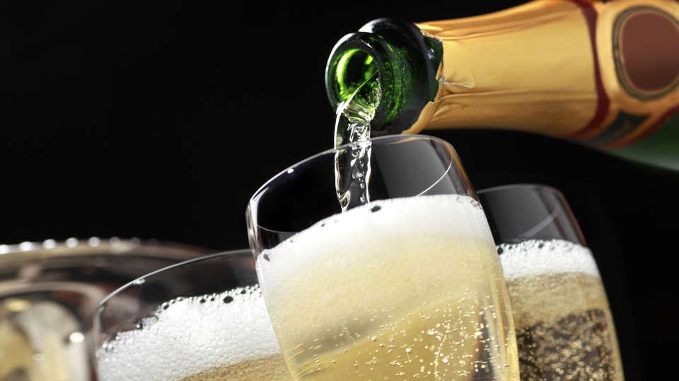 The Originals Boutique, Hôtel Le Londres, Saumur (Qualys-Hotel) - how-to-open-champagne.jpg