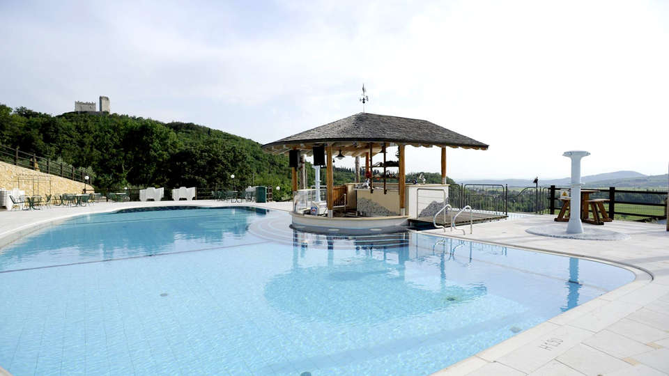 Sporting Hotel San Felice - Edit_Pool2.jpg