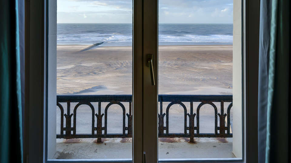 Thermae Palace - edit_Classic_-Seaview-_room-with-a-view.jpg