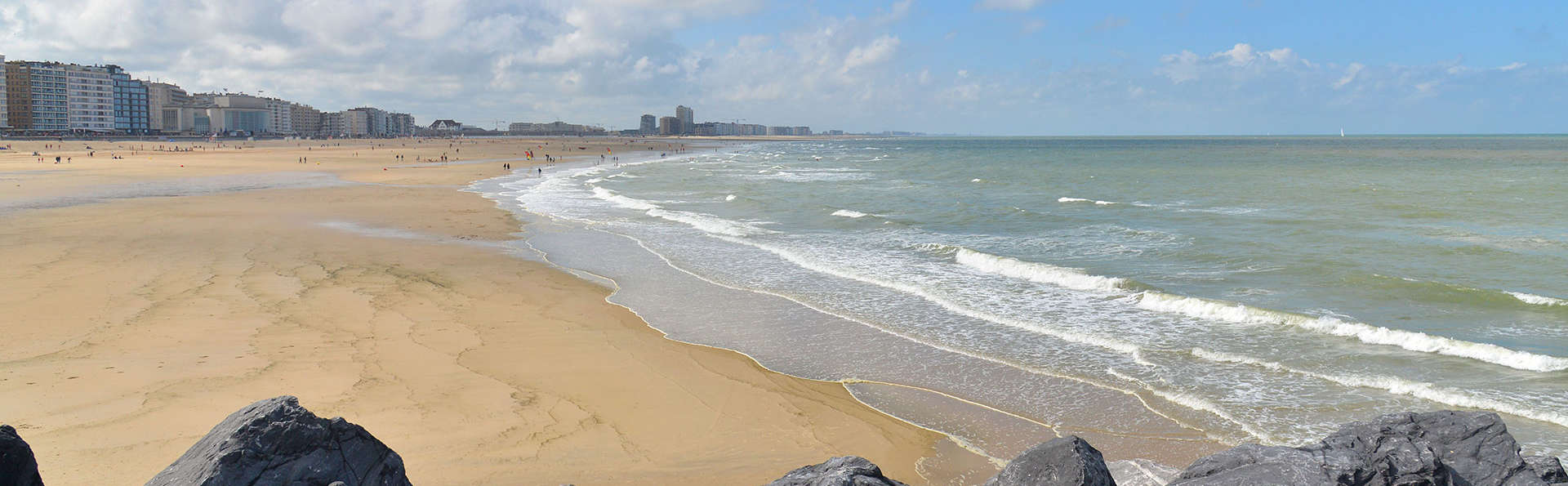 Romance au petit déjeuner avec des bulles et vue sur mer à Ostende