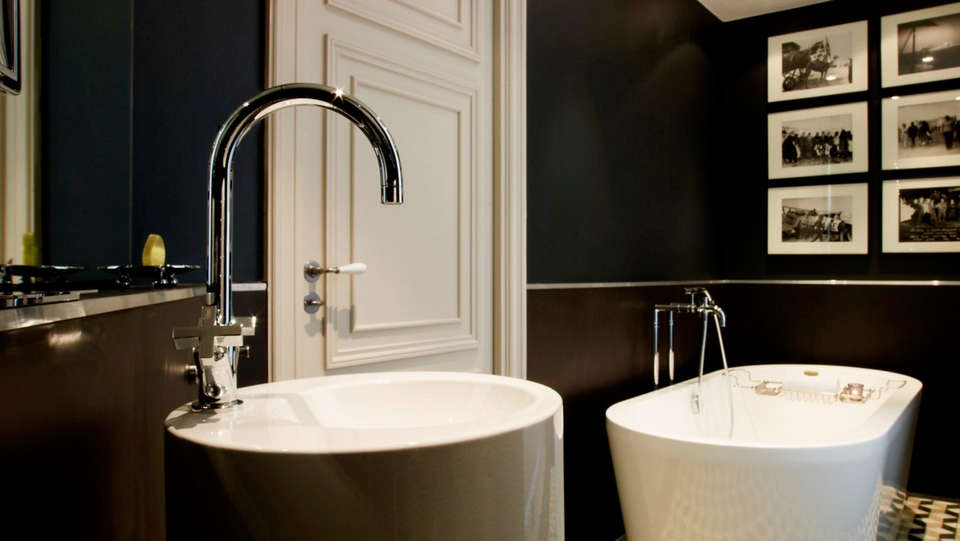 Hôtel Le Grand Balcon - EDIT_bath1.jpg