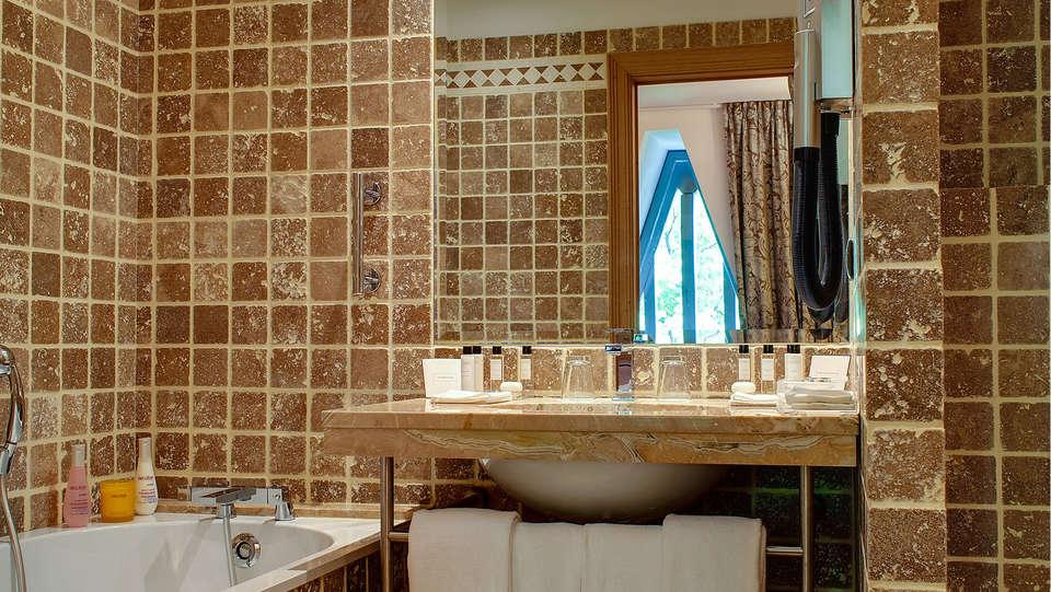 Spa-Hôtel de Bourgtheroulde - EDIT_bath1.jpg