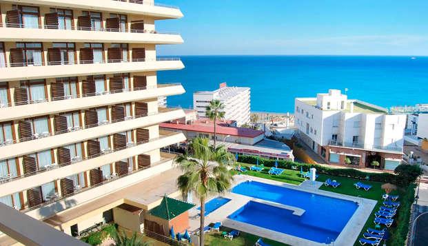 Escapada con vistas al mar en Torremolinos, con desayuno incluido y botella de cava