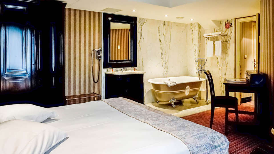 Hôtel Châteaubriand - Edit_Room4.jpg