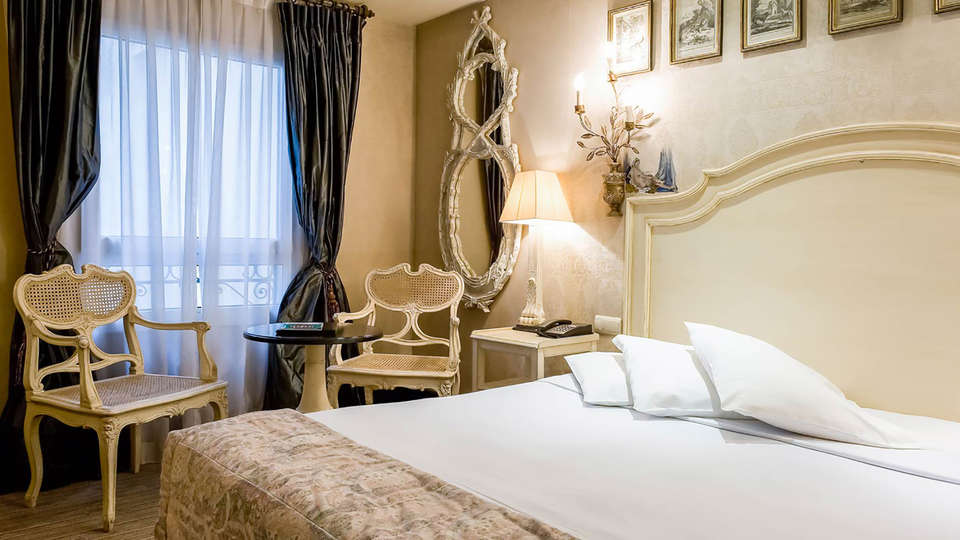 Hôtel Châteaubriand - Edit_Room7.jpg