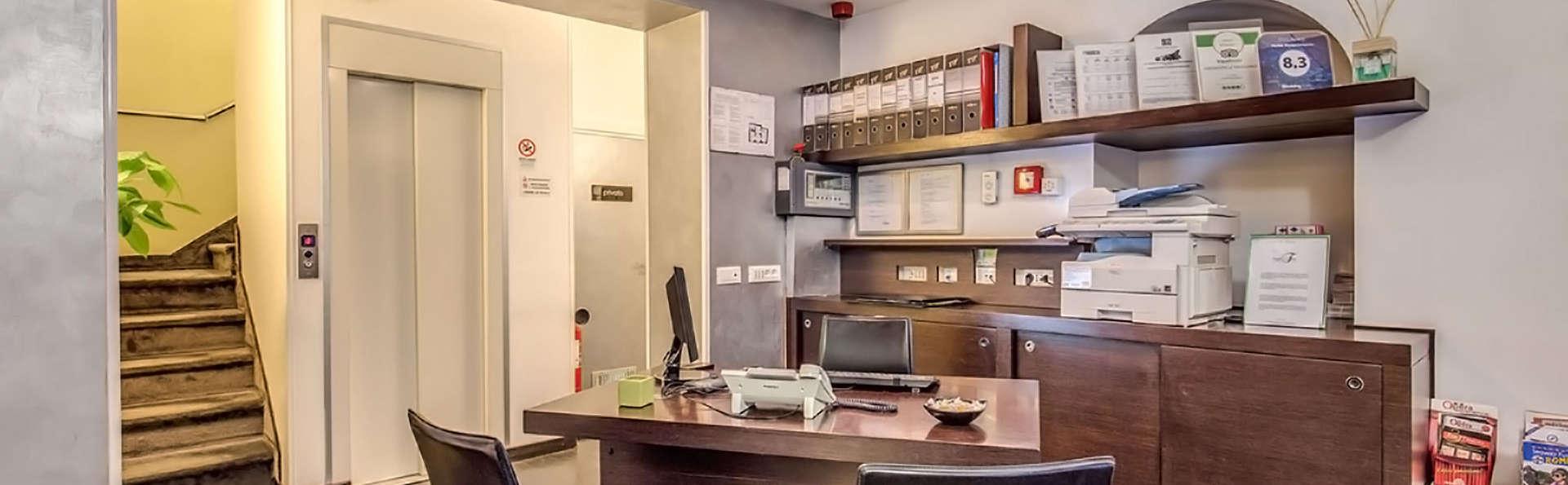 Hotel Rinascimento - Edit_Reception.jpg