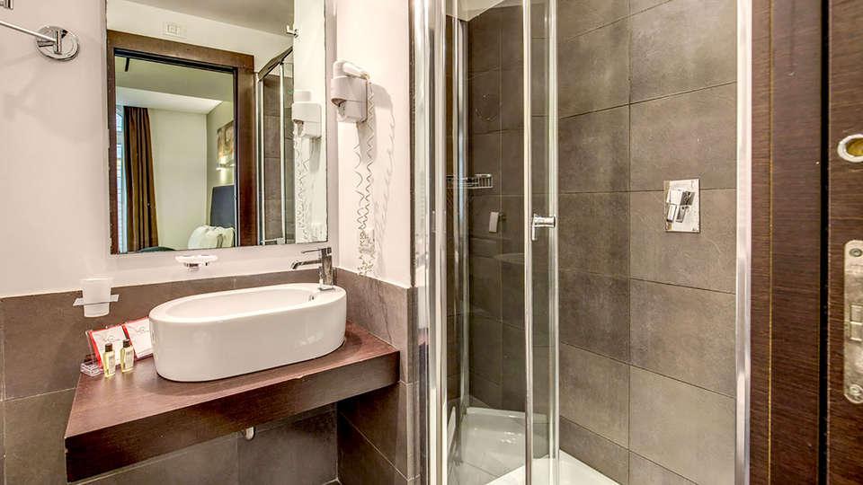 Hotel Rinascimento - Edit_bathroom.jpg