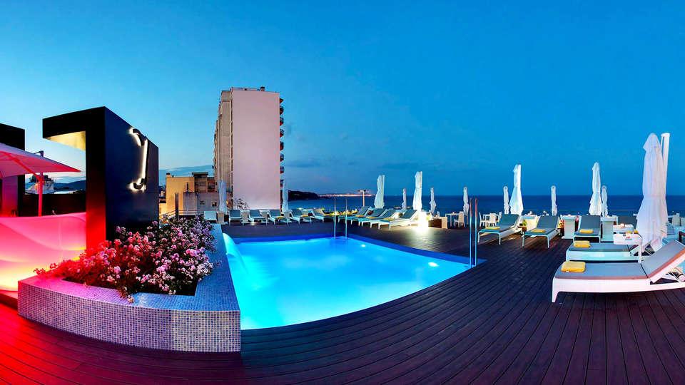 Cosmopolita Hotel Boutique & Spa - Edit_Pool.jpg