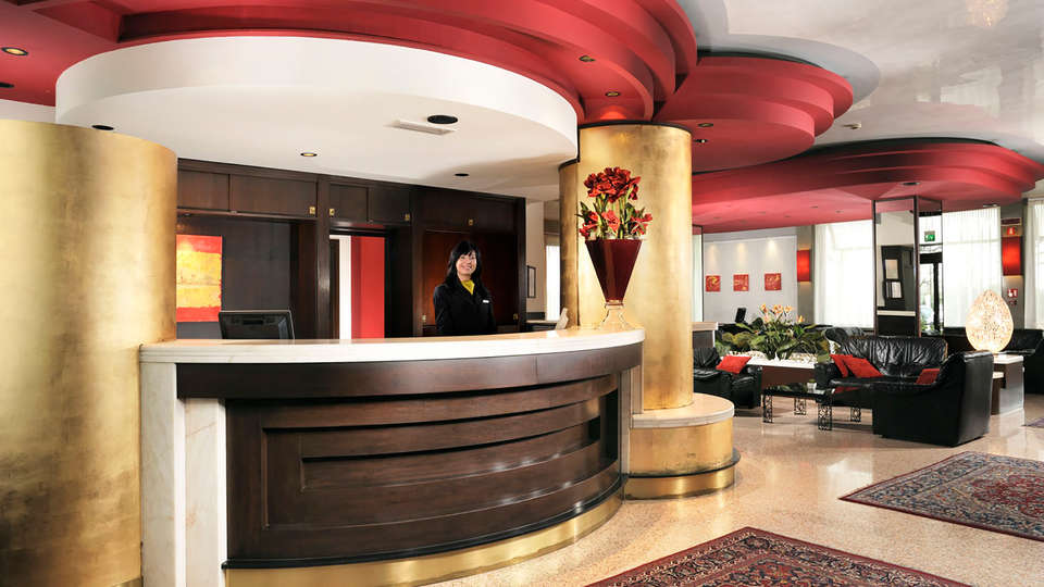 Antony Hotel - Edit_Reception.jpg