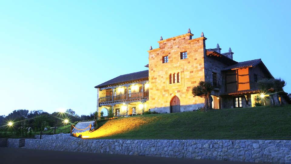 Complejo San Marcos Hotel & Spa - EDIT_fachada-nocturna.jpg