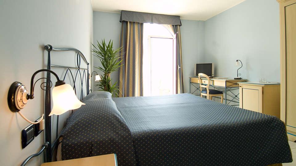 Hotel Lovere Resort & Spa - EDIT_NEW_room4.jpg