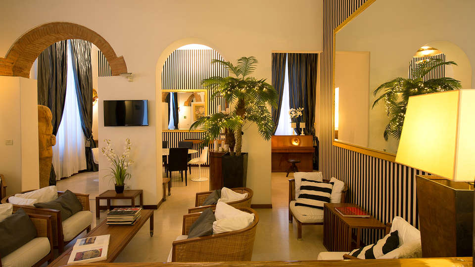 Hotel De La Pace - Edit_Lounge3.jpg